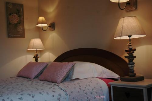 A bed or beds in a room at Chambres d'Hotes Belard