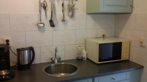 Een keuken of kitchenette bij B&B Meerland