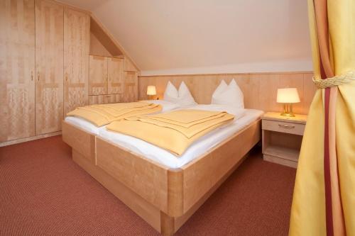 Ein Bett oder Betten in einem Zimmer der Unterkunft Pension Seevilla Annelies