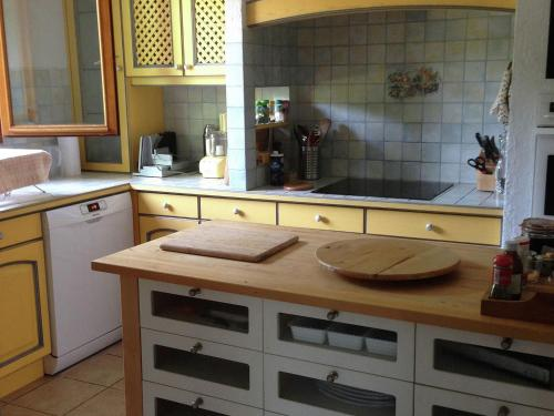 A kitchen or kitchenette at Comfortable Villa in Coux France With Private Swimming pool