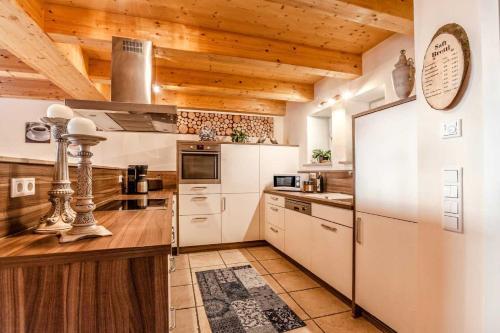 A kitchen or kitchenette at Ferienhaus am Mittertor