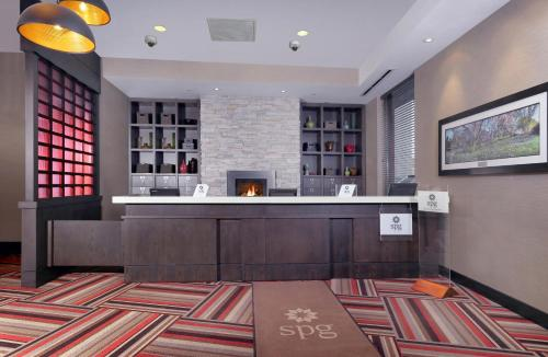 The lobby or reception area at Four Points by Sheraton Niagara Falls Fallsview