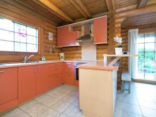 Küche/Küchenzeile in der Unterkunft Vintage Chalet in Liebenscheid near the Forest