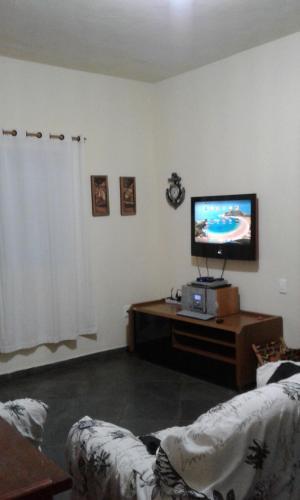 A television and/or entertainment center at Casa em Cabo Frio