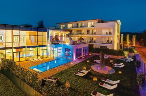 A view of the pool at LIFESTYLE Resort Zum Kurfürsten or nearby