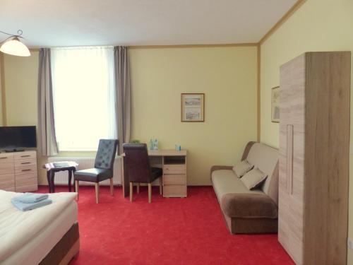 A seating area at Hotel Friedchen mit eigener Fleischerei