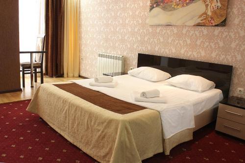 Кровать или кровати в номере Альянс Отель