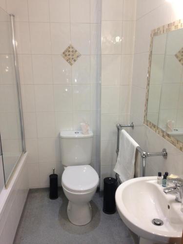 A bathroom at The Elephant & Castle Hotel