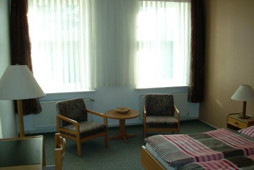 Ein Sitzbereich in der Unterkunft Hotel Bürgerstube