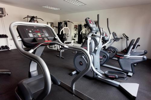 The fitness center and/or fitness facilities at Hotel Coral Suites