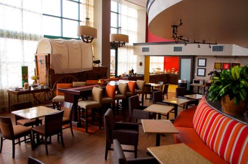 A restaurant or other place to eat at Hampton Inn & Suites Flagstaff