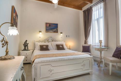 A bed or beds in a room at Hamam Oriental Suites