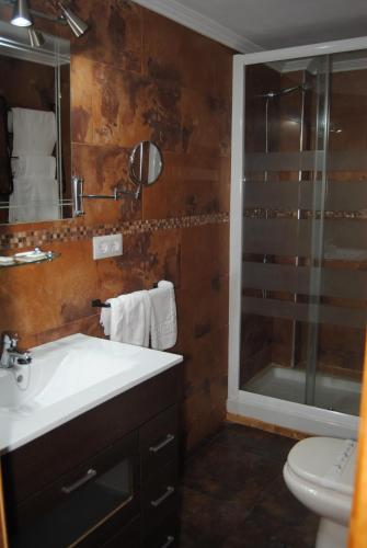 A bathroom at La Casona de Jovellanos