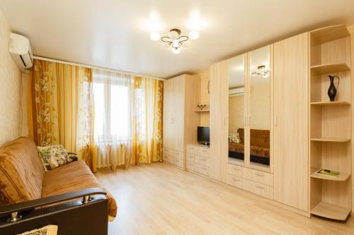 Гостиная зона в Busines Brusnika Apartment Vystavochnaya