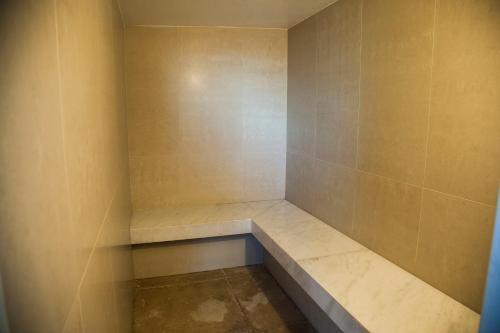 A bathroom at Mirador Rio Copacabana Hotel
