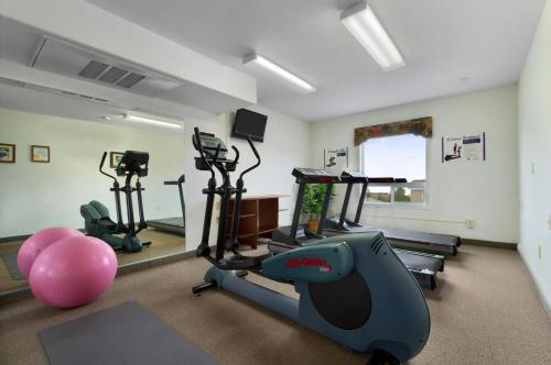 The fitness center and/or fitness facilities at Super 8 by Wyndham Yellowknife