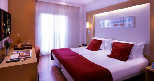 A bed or beds in a room at Abba Rambla Hotel