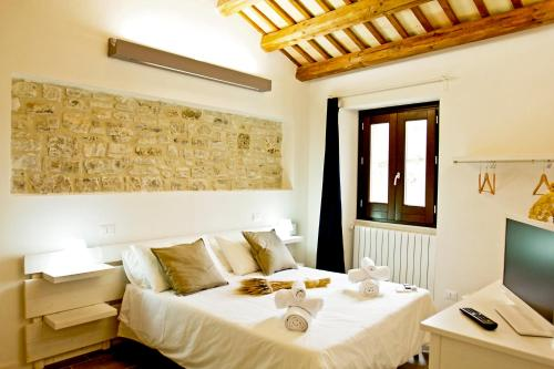 A bed or beds in a room at Residence San Martino- Rooms & Suite Apartments