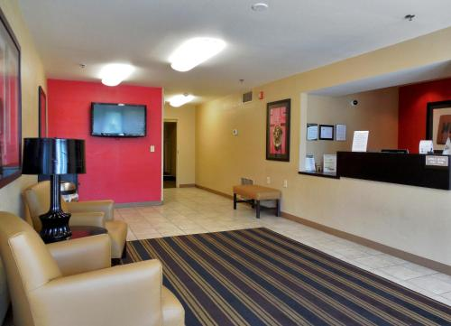 The lobby or reception area at Extended Stay America - Cleveland - Middleburg Heights