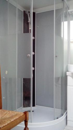 A bathroom at Gîte de Blessy