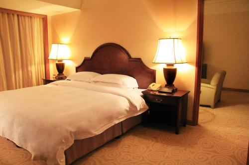 A bed or beds in a room at The Presidential Beijing