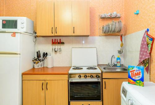 A kitchen or kitchenette at Apartment TwoPillows on Lenina 56