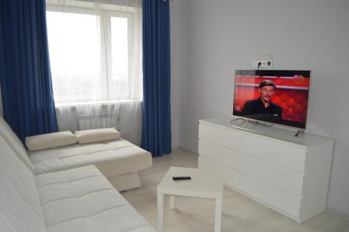 A television and/or entertainment centre at Nice Apartments on Evstafyeva 1