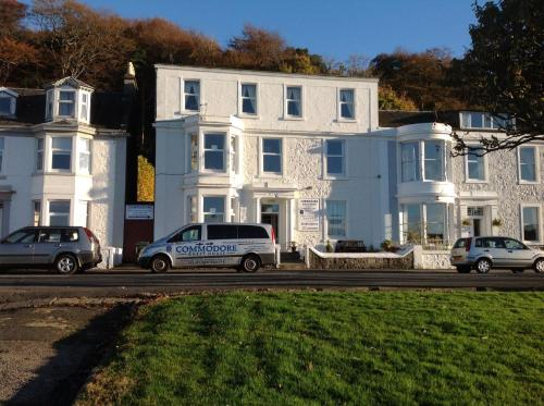 Commodore Guesthouse & Self-Catering Suites and Cottage