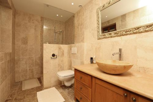 A bathroom at La Tourmaline