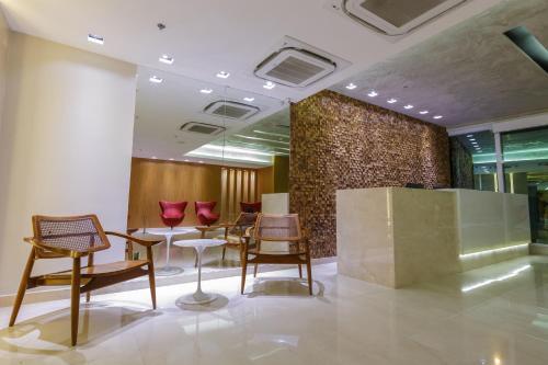 O saguão ou recepção de Hotel Atlântico Travel Copacabana