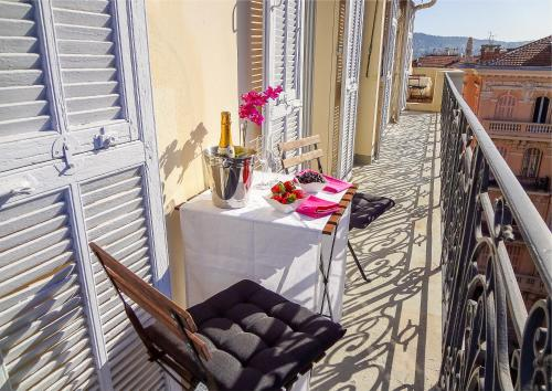 A balcony or terrace at Gounod penthouse apartment