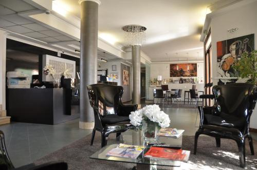 A restaurant or other place to eat at Hotel Alba Roma