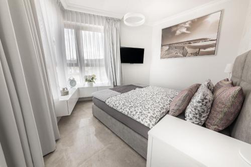Łóżko lub łóżka w pokoju w obiekcie Apartamenty Horyzont Perła