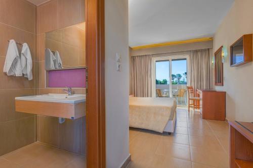 Ένα μπάνιο στο Hotel Esperia