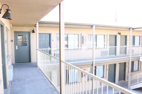 A balcony or terrace at Highland Country Inn Flagstaff