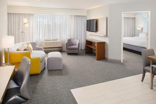 A television and/or entertainment center at Courtyard by Marriott Sacramento Midtown