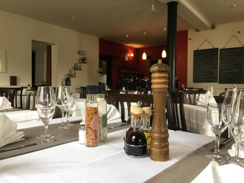 A restaurant or other place to eat at Pension Eberl