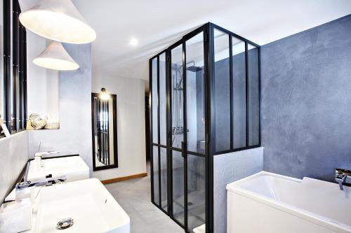 حمام في Villa du Taur