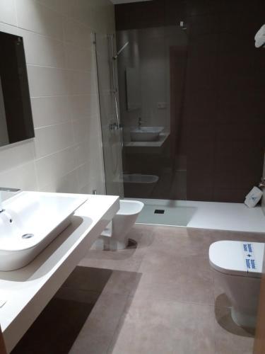 A bathroom at Hotel Mirador Ría de Arosa
