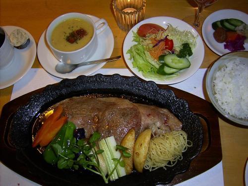 ゲストハウスの敷地内または近くでの食事または食べ物