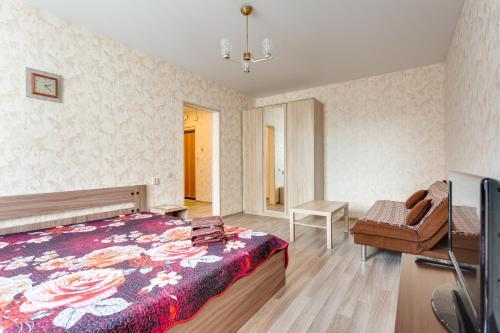 Кровать или кровати в номере Апартаменты на Новомарьинской
