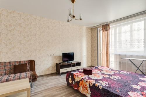 Телевизор и/или развлекательный центр в Апартаменты на Новомарьинской