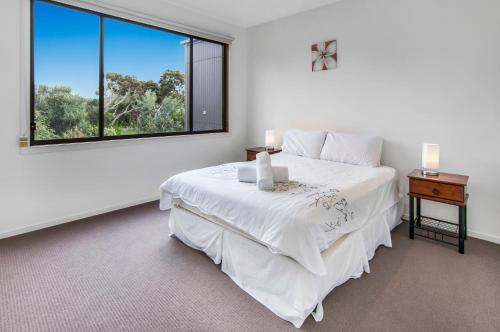 A bed or beds in a room at Beachside Vista