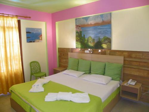 Ένα ή περισσότερα κρεβάτια σε δωμάτιο στο Mirabelle Hotel