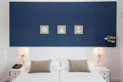 Llit o llits en una habitació de Hotel Garbi