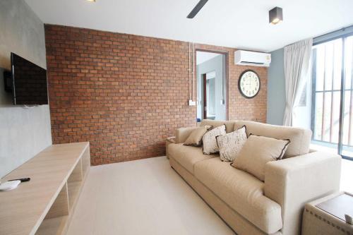 A seating area at Unique Loft Apartment