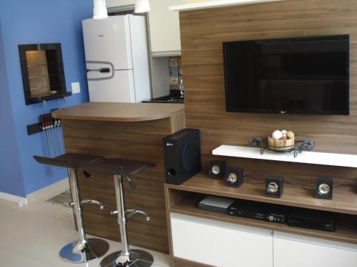 A television and/or entertainment centre at Apartamento Menino Deus