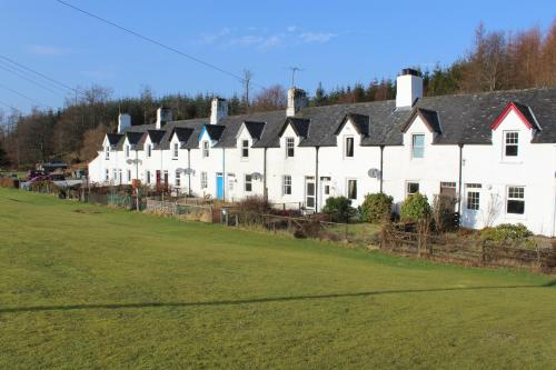Crinan Canal Cottage No8