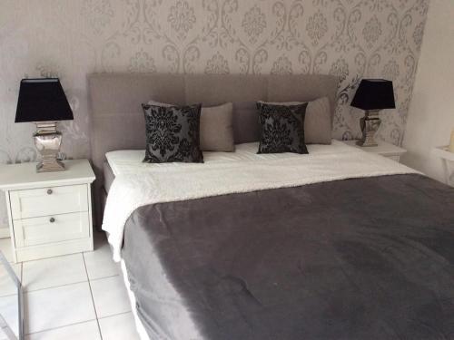 Ein Bett oder Betten in einem Zimmer der Unterkunft Ferienwohnung an der Dönche