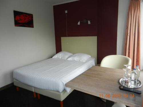 A bed or beds in a room at Hotel Callista
